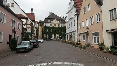 עיירה שלווה ונעימה. רחוב השוק בהרבורג ()