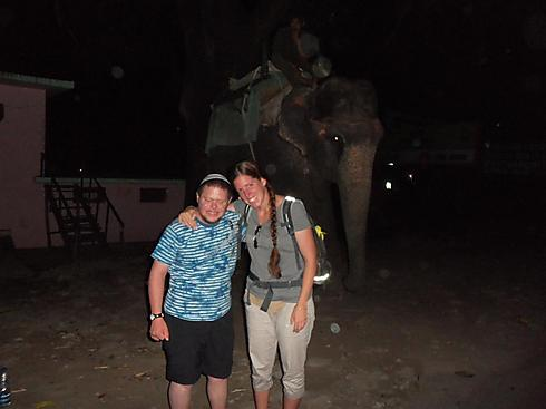 אסנת, אריה והפיל מאחור (צילום: רעואל קסל ואנוש קסל) (צילום: רעואל קסל ואנוש קסל)