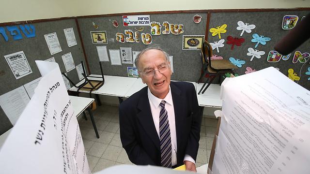דוד עמר. מפנה את הכיסא (צילום: אלעד גרשגורן) (צילום: אלעד גרשגורן)