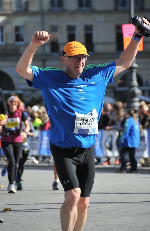 שמשון דורון מסיים את מרתון ברלין (צילום: photomarathon)