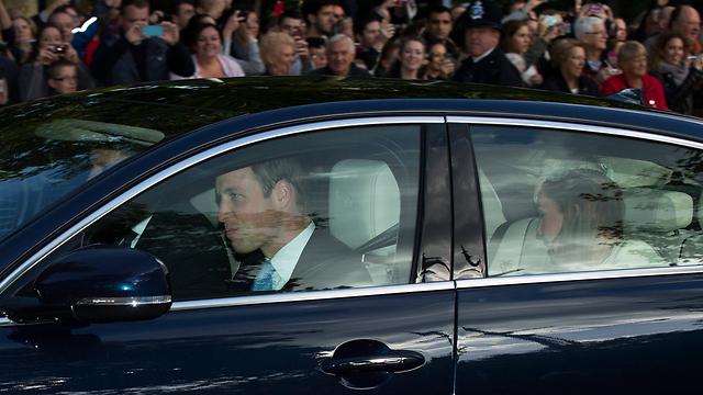 וויליאם וקייט מגיעים לטקס ההטבלה (צילום: AP) (צילום: AP)