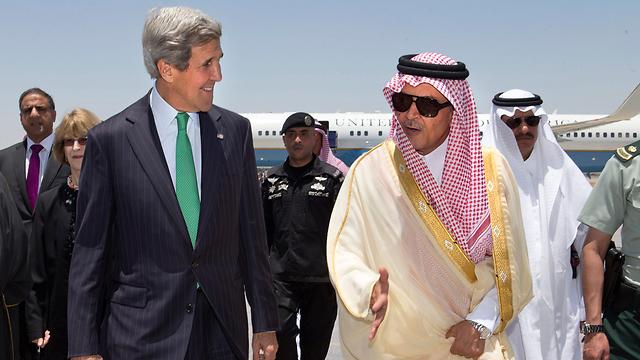 ג'ון קרי ושר החוץ הסעודי. שותפות אינטרסים (צילום: AP)