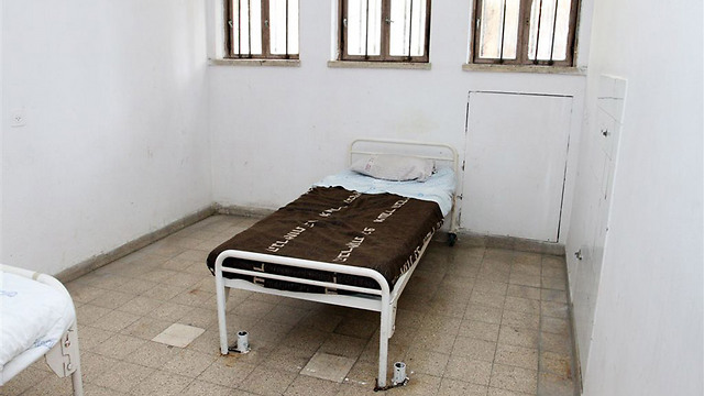הזנחה בבית חולים לפגועי נפש (צילום: עופר עמרם) (צילום: עופר עמרם)