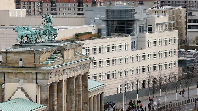 The embassy next to Brandenburg Gate (Photo: Gettyimages)