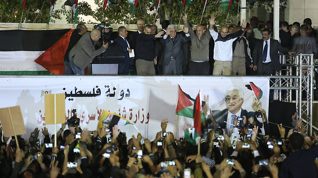 Ramallah celebrates release of second group of prisoners in October 2013 (Photo: Gil Yohanan)