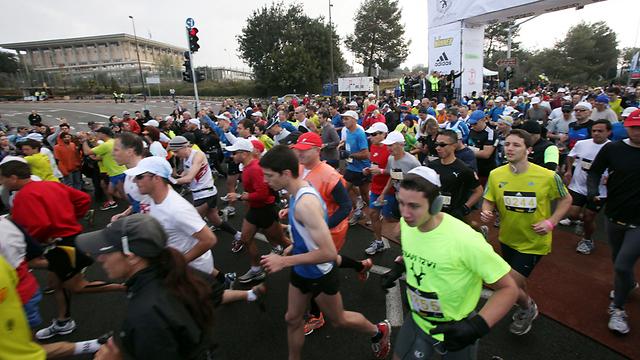 רצים למען המלחמה בסרטן. מרתון ווינר (צילום: פלאש 90) (צילום: פלאש 90)
