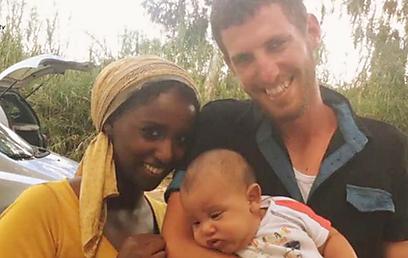 """""""שרבים מן האתיופים מוותרים על מנהגיהם, כי הם מרגישים שהם עושים לכאורה משהו לא בסדר"""". בת-אל וחגי בר-יהודה (צילום: אורות) (צילום: אורות)"""