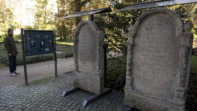 קברים יהודים בבית העלמין שבו נקבר מולר (צילום: AFP) (צילום: AFP)