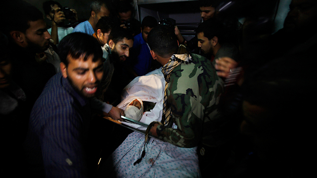Evacuation of Palestinian casualties (Photo: Reuters)