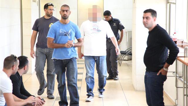 עד המדינה בדרך לאחד הדיונים במשפט (צילום: מוטי קמחי) (צילום: מוטי קמחי)