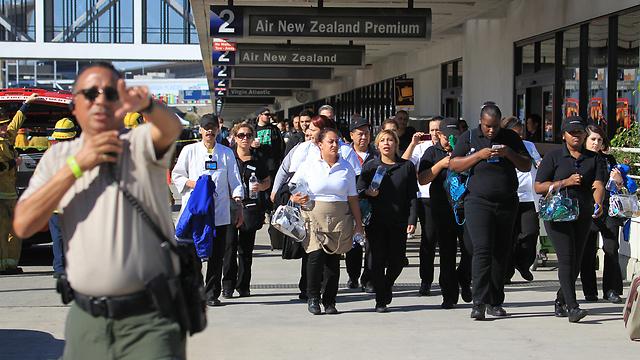 שדה התעופה פונה בחלקו (צילום: AP) (צילום: AP)
