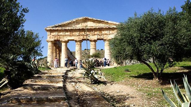 ארכיטקטורה מרשימה ו-36 עמודים ענקיים. המקדש היווני בסג'סטה (צילום: אשת טורס) (צילום: אשת טורס)