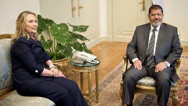 """הייתה המנהיגה ב""""אביב הערבי"""". עם מוחמד מורסי (צילום: AFP) (צילום: AFP)"""