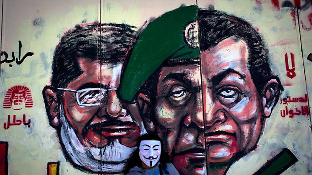 גרפיטי במצרים: מובארק, טנטאווי, מורסי (צילום: AP)
