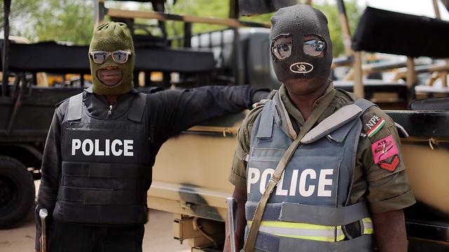 """""""בוקו חראם"""" הפסיק התקיפות על הבסיסים. שוטרים ניגרים (צילום: AFP) (צילום: AFP)"""