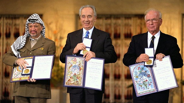 With Rabin and Arafat. 'We should have moved faster' (Photo: Gettyimages)