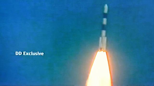 יצא לדרך. רגע השיגור (צילום: AFP PHOTO/NDTV/DOORDARSHAN)