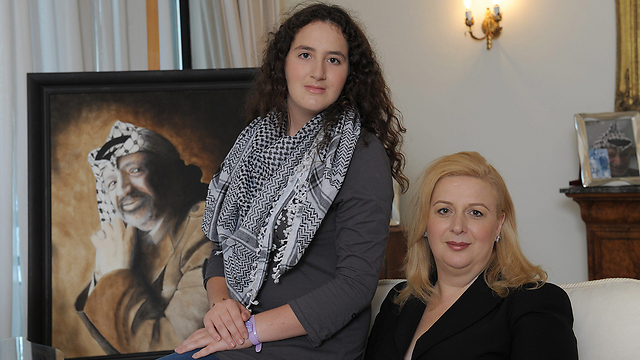 Suha Arafat and her daughetr Zahwa (Photo: AFP)