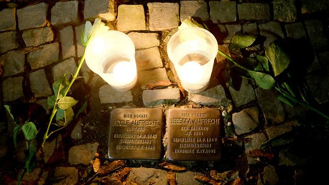 """Свечи в память о погибших в """"Хрустальной ночи"""". Фото: ЕРА"""