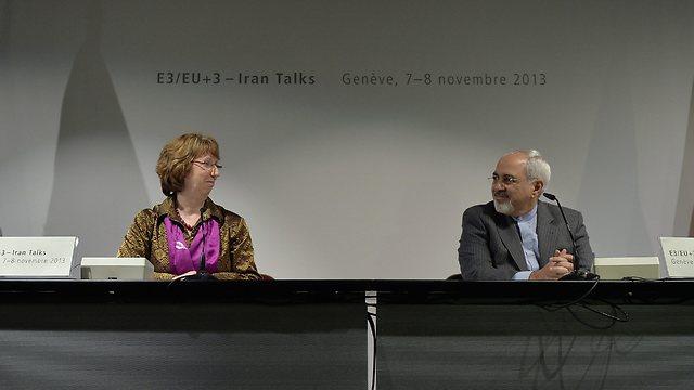 """""""האמון בין הצדדים אבד"""". שר החוץ האיראני זריף ועמיתתו האירופית אשטון (צילום: EPA) (צילום: EPA)"""