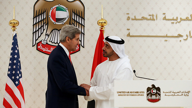 John Kerry with UAE Foreign Minister (Photo: EPA)