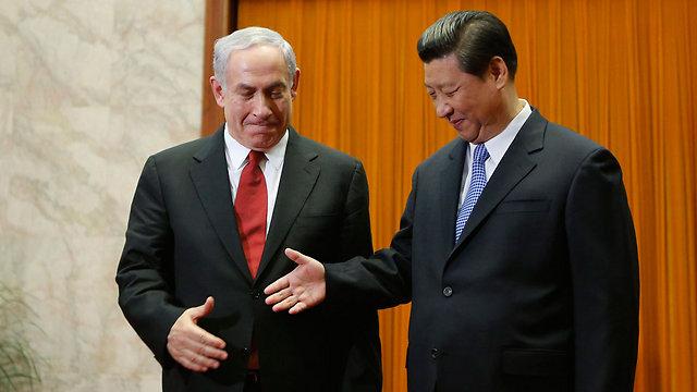 נתניהו עם נשיא סין שי ג'ינפינג בביקורו בבייג'ינג ב-2013 (צילום: AFP) (צילום: AFP)