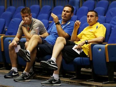 נפגשו עם חברי ההנהלה. בלאט, גודס ושטיין (צילום: ראובן שוורץ) (צילום: ראובן שוורץ)