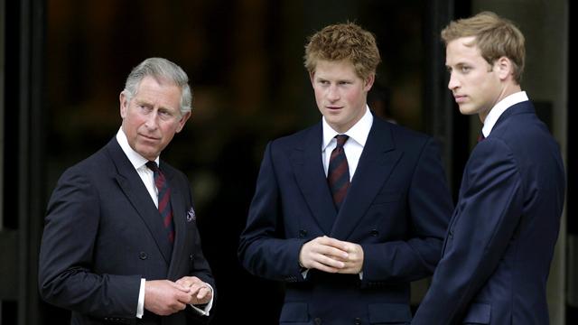 Принц Чарлз с сыновьями в августе 2007 года.Фото: АР