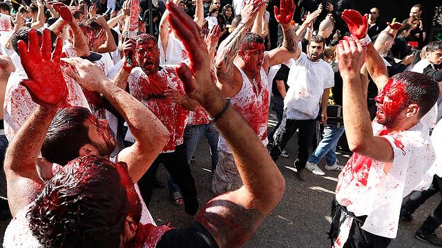 """תומכי תנועת """"אמל"""" השיעית מתאבלים בלבנון (צילום: רויטרס) (צילום: רויטרס)"""