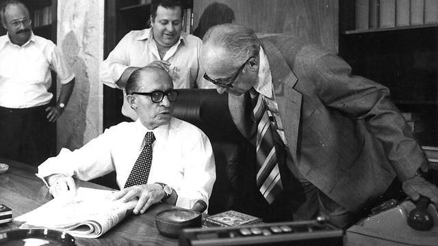 קדישאי רוכן לעבר בגין, יוני 1977 (צילום: יוסי רוט) (צילום: יוסי רוט)