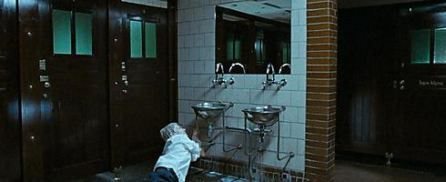 """מתוך התערוכה """"כל אדם נושא חדר בתוכו"""" (פרטים בתחתית הכתבה) - יספר יוסט, דנמרק, מתוך מסע בחלל מגורים, 2008, באדיבות גלריה פרוטין, פריז"""