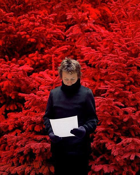 """מתוך התערוכה """"כל אדם נושא חדר בתוכו"""" (פרטים בתחתית הכתבה) - סופי קאל, צרפת שמרי על עצמך, 2007, באדיבות גלריה פרוטין, פריז ()"""