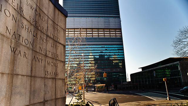 """לסייר עם מדריך בעצרת הכללית. בניין האו""""ם במנהטן (צילום: ישראל עצמון) (צילום: ישראל עצמון)"""