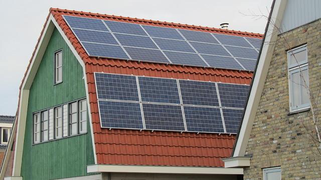 פאנלים סולאריים במקום חיבור לחשמל (צילום: יובל מן) (צילום: יובל מן)