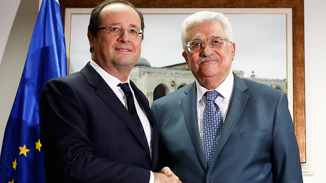 French President Hollande meets with Palestinian President Abbas in Ramallah (Photo: Reuters)