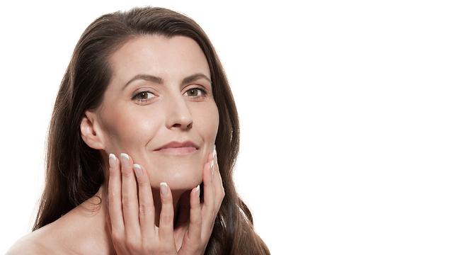 להעלות את הסיכוי לעור נטול קמטים בגיל 50-40 (צילום: shutterstock)