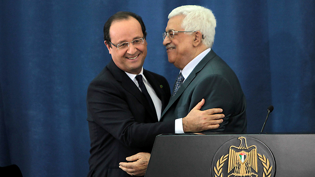 French President Francois Hollande and Palestinian President Mahmoud Abbas (Photo: AFP)
