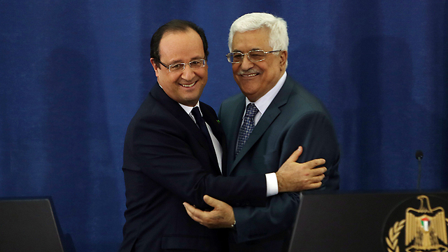 French President Hollande meeting with Palestinian counterpart Abbas in Ramallah (Photo: EPA)