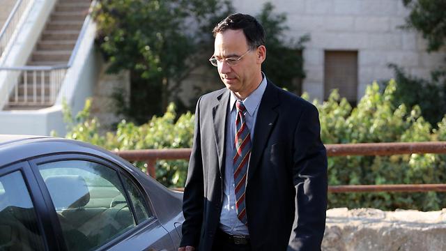 מספק מעטפת הגנה. פרקליט המדינה שי ניצן  (צילום: גיל יוחנן ) (צילום: גיל יוחנן )