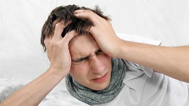 חש כאבי ראש לאחר הפציעה. הרופאים הסיקו כי סובל מהפרעה נפשית (צילום: shutterstock) (צילום: shutterstock)
