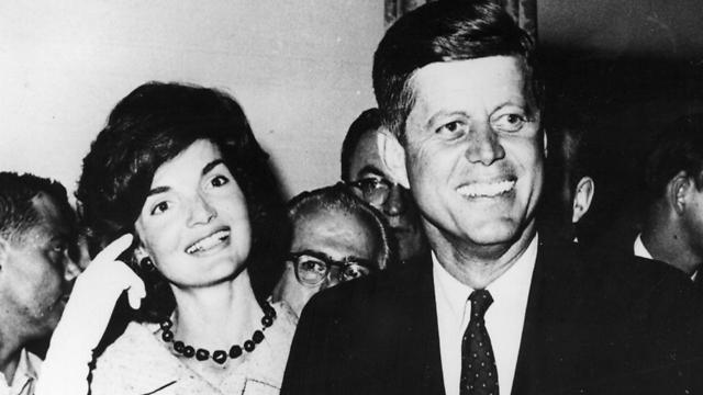 ג'ון קנדי ורעייתו (צילום: gettyimages)
