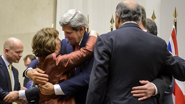 Kerry, Ashton embrace, celebrate deal (Photo: AFP)
