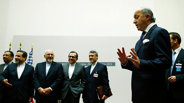 Iranian delegation (R) with French FM Fabius (Photo: Reuters)