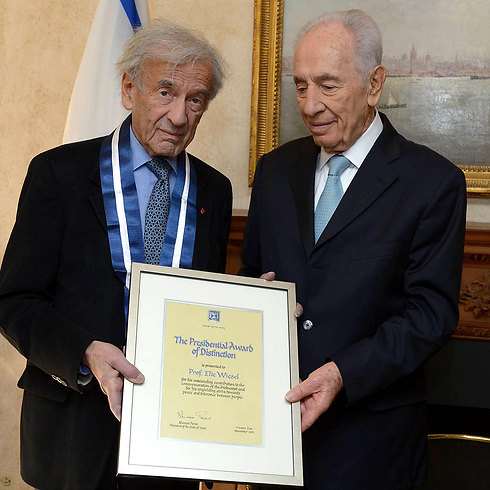 Shimon Peres and Elie Wiesel (Photo: Mark Nayman/GPO)