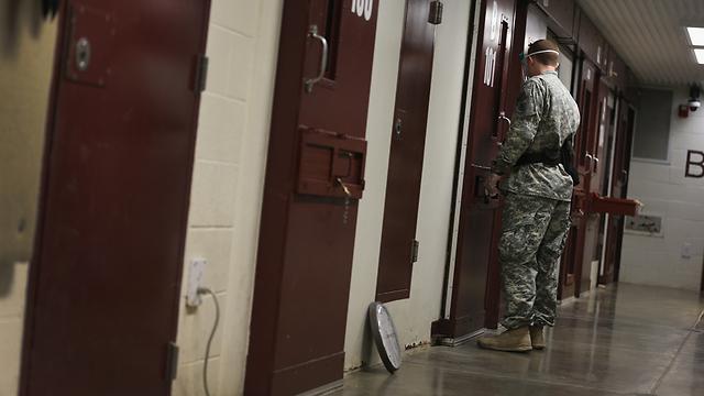"""מתקן גואנטנמו. הנשיא לא יכול ללחוש ל""""פני הפחם"""" (צילום: Gettyimages)"""