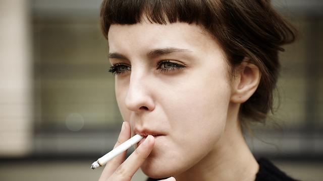 העשן בשערות העדינות המצפות את דרכי הנשימה (צילום: shutterstock) (צילום: shutterstock)