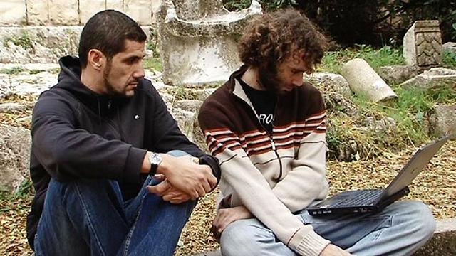 """חייבים לדבר. נביל עיוש ומרואיין ישראלי ב""""אדמתי"""" ()"""
