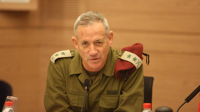 Gantz at a special Knesset session (Photo: Gil Yohanan/Archive)