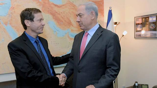 Labor Chairman Herzog with PM Netanyahu (Photo: Kobi Gideon, GPO) (Photo: Kobi Gideon/ GPO)
