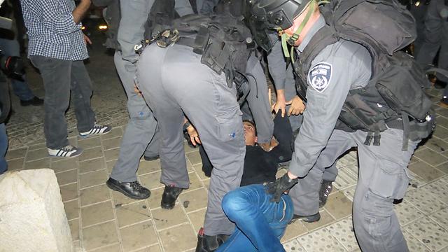 המשטרה תבדוק את התמונות ואת התלונות על אלימות (צילום: חסן שעלאן) (צילום: חסן שעלאן)
